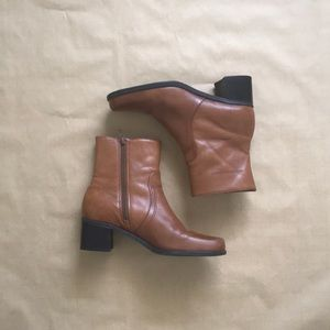⋯ Vintage 90s Brown Leather Chunky Heel Ankle Boot